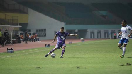 Victor Igbonefo (kanan) pada laga Liga 1 antara Persita Tangerang vs Persib Bandung. - INDOSPORT