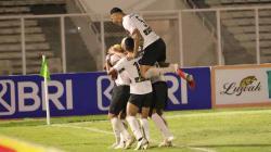 Aksi selebrasi pemain Madura United usai Rafael Silva mencetak gol