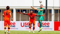 Indosport - Striker Persiraja Banda Aceh, Paulo Henrique (tengah) menjadi top skor sementara Liga 1 2021/22.