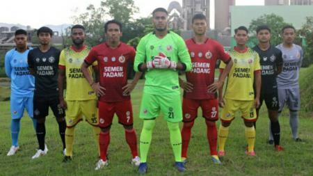 Semen Padang FC telah melaunching jersey anyar untuk Liga 2 2021. - INDOSPORT