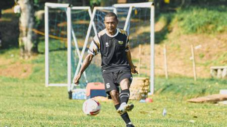 Pemain baru Dewa United FC, Yustinus Pae - INDOSPORT