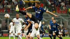 Indosport - Aksi Ivan Perisic dalam laga Liga Champions antara Inter Milan vs Real Madrid.