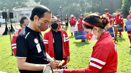 Kontingen Paralimpiade Indonesia yang meraih prestasi di ajang Paralimpiade Tokyo 2020 telah diterima oleh Presiden Joko Widodo. - INDOSPORT