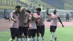 Selebrasi Persik usai Youssef Ezzejjari mencetak gol.