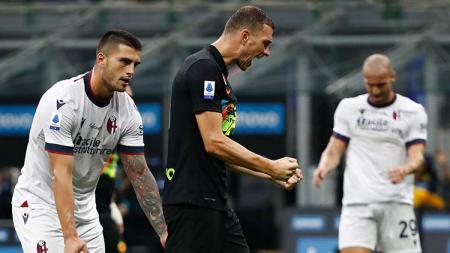 Selebrasi gol Edin Dzeko di laga Inter Milan vs Bologna dalan lanjutan Serie A Italia. - INDOSPORT