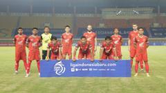 Indosport - Starting eleven PSM saat menghadapi Persebaya pada laga Liga 1 di Stadion Si Jalak Harupat, Sabtu (18/09/21).