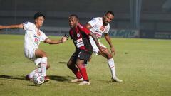 Indosport - Pertandingan Liga 1 antara Persipura vs Persija di Indomilk Arena, Minggu (19/09/21).