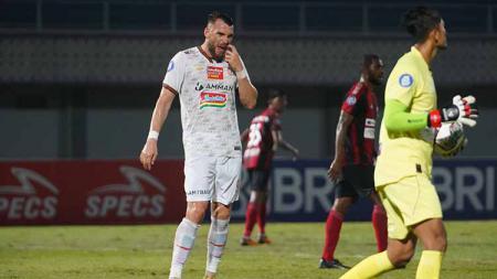 Striker Persija Jakarta, Marko Simic (kiri) bertekad tampil lebih baik lagi di seri 2 Liga 1 2021/2022. - INDOSPORT