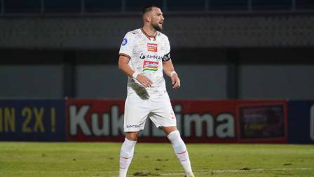 Marko Simic gagal mencetak gol pada pertandingan Liga 1 2021/22 antara Persipura vs Persija di Indomilk Arena, Minggu (19/09/21).