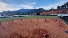 Indosport - Tim softball DKI Jakarta saat menjajal venue softball Uncen Kota Jayapura