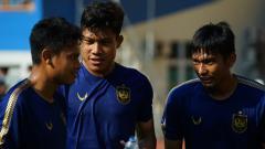 Indosport - Pemain PSIS, Wahyu 'Hulk' Prasetyo (tengah).