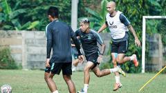 Indosport - Bruno SIlva saat menjalani latihan bersama tim PSIS Semarang.