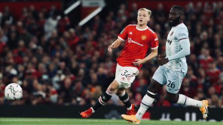 Aksi Donny van de Beek di laga Manchester United vs West Ham (23/09/21). - INDOSPORT