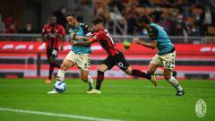 Indosport - Brahim Diaz mencoba merebut bola di laga AC Milan vs Spezia (23/09/21)