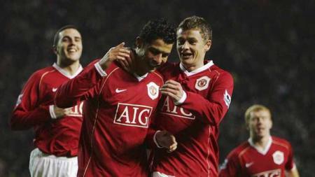 Ronaldo dan Solskjaer saat bermain bersama di Manchester United. - INDOSPORT