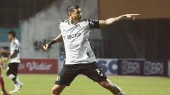 Indosport - Selebrasi pemain Persikabo, Ciro Alves usai membobol ke gawang Barito Putera.