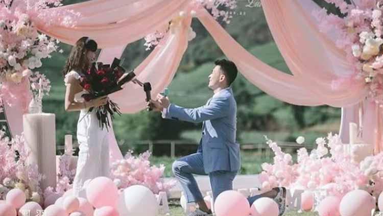 Momen Zheng Siwei lamar sang kekasih pasca putuskan absen di Piala Sudirman 2021 Copyright: zhengsiwei.official