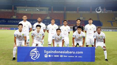 Persebaya Surabaya bakal bertemu Persipura Jayapura pada seri kedua Liga 1 2021-2022, Sabtu (16/10/21) nanti. - INDOSPORT
