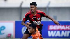 Indosport - Laga pertandingan antara Persiraja vs Persipura di BRI Liga 1.