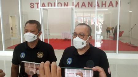 Direktur Utama PT Liga Indonesia Baru (LIB), Akhmad Hadian Lukita, berbicara mengenai boleh adanya suporter di stadion sepak bola Indonesia. - INDOSPORT