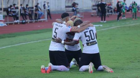 Madura United bermain imbang 2-2 dengan PSS Sleman pada pekan ketujuh Liga 1 2021-2022 di Stadion Maguwoharjo Sleman, Sabtu (16/10/21). - INDOSPORT