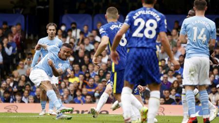 Striker Gabriel Jesus mencetak gol kemenangan Manchester City atas Chelsea dalam pertandingan Liga Inggris, Sabtu (25/9/21). - INDOSPORT