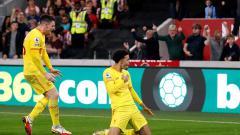 Indosport - Selebrasi gol Curtis Jones di laga Brentford vs Liverpool.