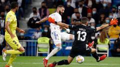 Indosport - Aksi Karim Benzema di laga Real Madrid vs Villarreal dalam lanjutan LaLiga Spanyol.
