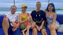 Indosport - Putri Iis Dahlia, Salshadilla Juwita, menjadi cibiran warganet terkait cara berpenampilannya yang agak seksi sehingga membuat sang ibu buka suara.
