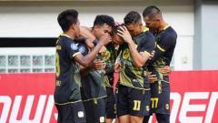Indosport - Aksi selebrasi pemain Barito Putera usai menaklukan PSM Makassar dengan skor 2-0 tanpa balas