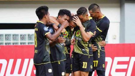 Aksi selebrasi pemain Barito Putera usai menaklukan PSM Makassar dengan skor 2-0 tanpa balas - INDOSPORT