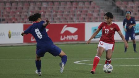 Pertandingan Kualifikasi Piala Asia 2022 antara timnas Indonesia putri versus Singapura, Senin (27/9/21). - INDOSPORT