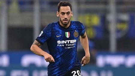 Hakan Calhanoglu, gelandang asal Inter Milan. - INDOSPORT