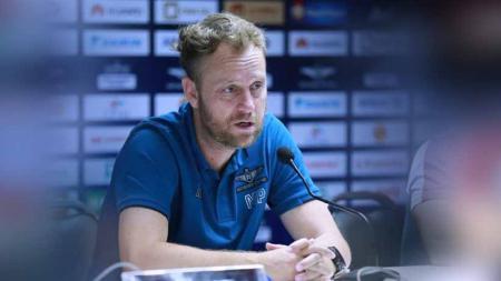 Pelatih asal Brasil, Alexandre 'Mano' Polking yang resmi melatih Timnas Thailand. - INDOSPORT