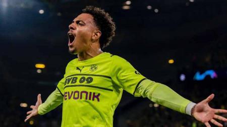 Donyell Malen merayakan golnya buat Borussia Dortmund - INDOSPORT