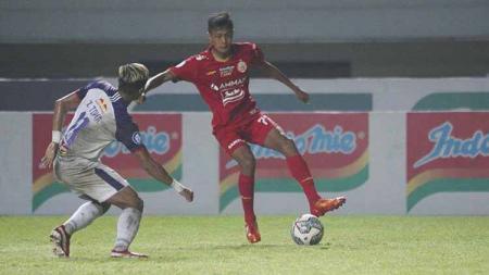 Donny Tri Pamungkas (kanan) salah satu pemain muda Persija yang mendapat kesempatan tampil di Liga 1 2021-22. - INDOSPORT