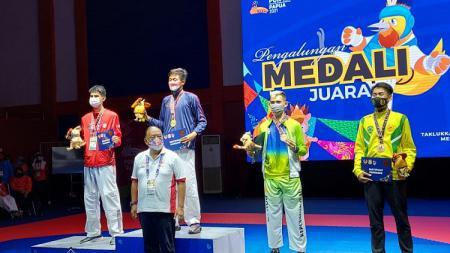 Kontingen Jawa Barat memborong medali emas di cabor taekwondo nomor kyorugi pada PON XX Papua, Senin (04/10/21). - INDOSPORT