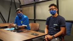 Indosport - Komisaris PT PBB, Kuswara S Taryono (kiri) dan Direktur PT PBB, Teddy Tjahjono (kanan), memberikan tanggapan mengenai petisi Bobotoh.