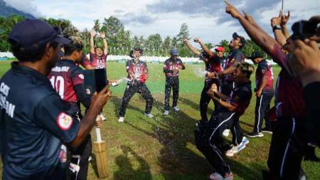 Tim Kriket Bali merayakan gelar juara umum PON Papua. - INDOSPORT