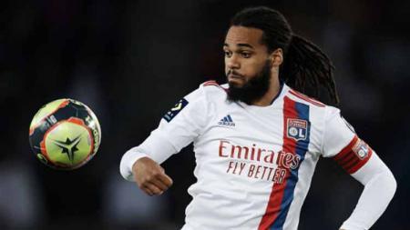 AC Milan dilaporkan bakal merekrut bek monster Ligue 1 Prancis, Jason Denayer, untuk menggantikan Alessio Romagnoli yang dikabarkan akan hengkang. - INDOSPORT