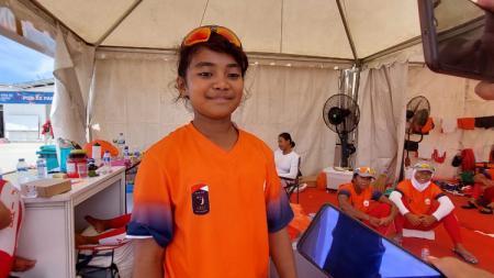 Sang penabuh drum tim dayung perahu naga putri DKI Jakarta, Catheline Siahaya. - INDOSPORT