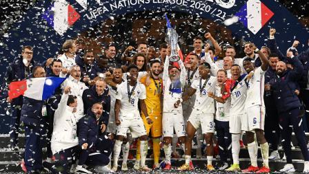 Selebrasi segenap pemain Prancis usai memastikan gelar juara UEFA Nations League, Senin (11/10/21).