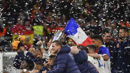 Tim Prancis melakukan perayaan sebagai juara UEFA Nations League, Senin (11/10/21).