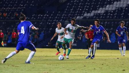 Moncer bersama Persebaya, Ricky Kambuaya menembus timnas Indonesia dan berhasil mencetak gol saat menghadapi Taiwan di playoff Kualifikasi Piala Asia 2023. - INDOSPORT