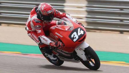Mario Suryo Aji akan segera menjalani debut di Moto3 pada seri Emilia-Romagna bulan ini. Berikut 4 fakta menarik tentang rider Indonesia asal Magetan itu. - INDOSPORT
