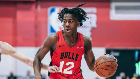 Ayo Dosunmu berseragam Chicago Bulls - INDOSPORT