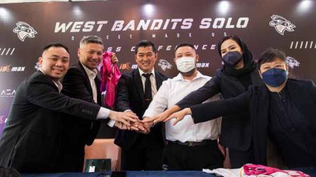 Klub Indonesian Basketball League (IBL), West Bandits Solo baru saja menggaet investor baru untuk memperkuat manajemen, yakni Gading Marten dan Norman Sebastian. - INDOSPORT