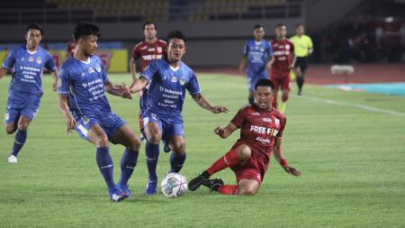 Pertandingan Liga 2 antara Persis Solo melawan PSIM Yogyakarta, Selasa (12/10/21). - INDOSPORT
