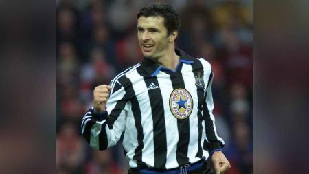 Sempat bersinar saat membela Newcastle United, Gary Speed mengalami depresi usai gantung sepatu hingga memutuskan mengakhiri hidupnya sendiri. - INDOSPORT