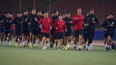 Indosport - Hasil pertandingan uji coba antara Timnas Indonesia U-23 vs Nepal U23 yang digelar pada Jumat (22/10/21) malam dengan skor akhir 2-0.